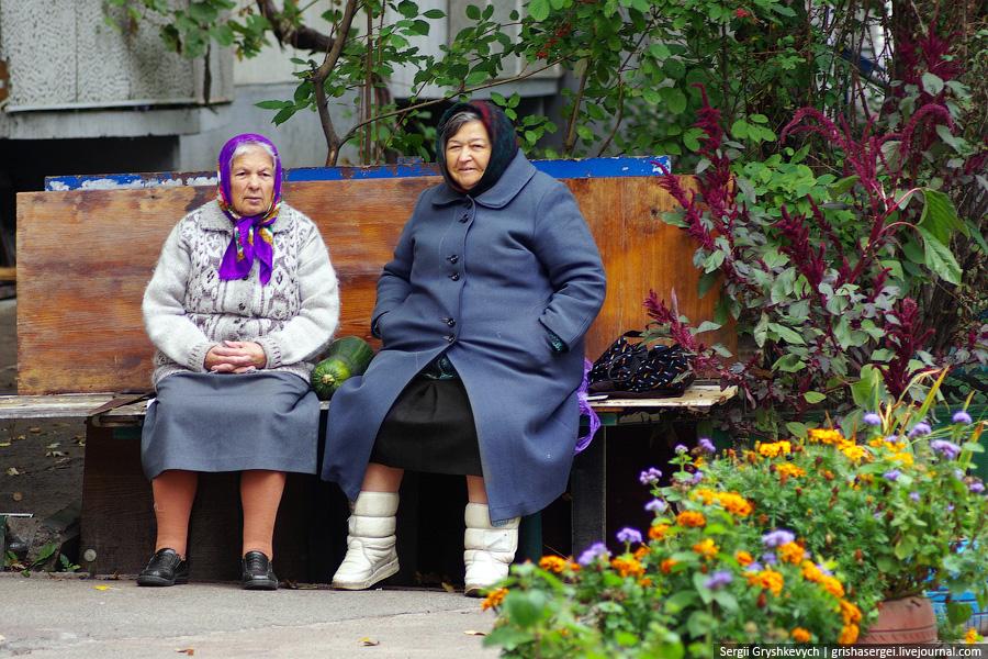 Бабки на скамейке